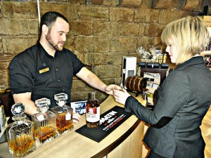 turmeaus_chester_whisky_sampling_bar