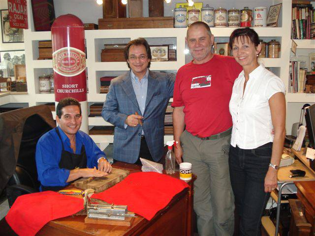 Eduardo Cigar Rolling