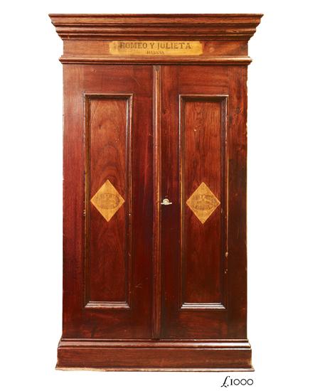 Romeo antique cigar cabinet - Romeo Antique Cigar Cabinet In The Cigar Museum